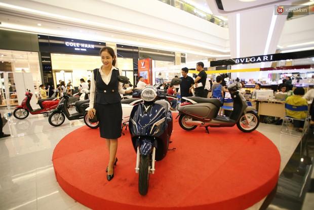 Sau màn ra mắt ấn tượng tại Hà Nội, VinFast tiếp tục thu hút hàng nghìn người dân tới tham quan và đặt mua tại Sài Gòn - Ảnh 15.