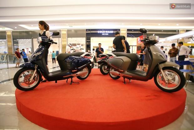 Sau màn ra mắt ấn tượng tại Hà Nội, VinFast tiếp tục thu hút hàng nghìn người dân tới tham quan và đặt mua tại Sài Gòn - Ảnh 4.