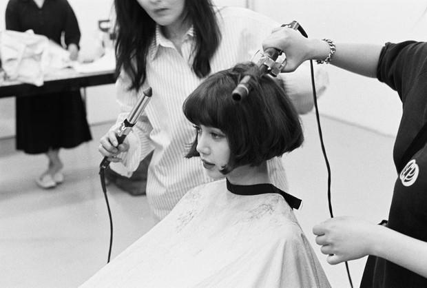 Mải tranh cãi về Jennie, dân tình tá hỏa trước hình ảnh Lisa (Black Pink) bất ngờ cắt tóc ngắn cũn cỡn - Ảnh 1.