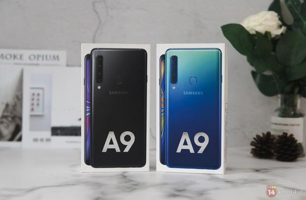 Mở hộp Galaxy A9 mới: Mặt lưng chuyển màu ấn tượng, 4 camera và selfie với sticker thuần Việt - Ảnh 8.