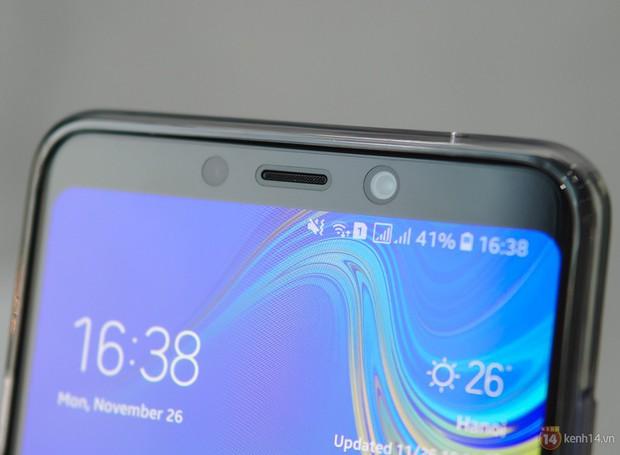 Mở hộp Galaxy A9 mới: Mặt lưng chuyển màu ấn tượng, 4 camera và selfie với sticker thuần Việt - Ảnh 16.