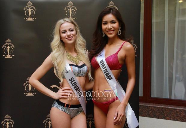 Minh Tú đọ dáng gợi cảm cùng dàn người đẹp Miss Supranational 2018 trong phần thi áo tắm - Ảnh 5.