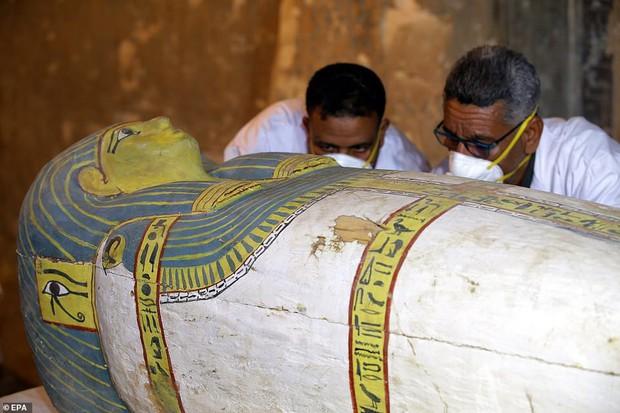 Ai Cập lần đầu tiên mở quan tài chứa xác ướp 3000 năm tuổi cho bà con chiêm ngưỡng - Ảnh 3.