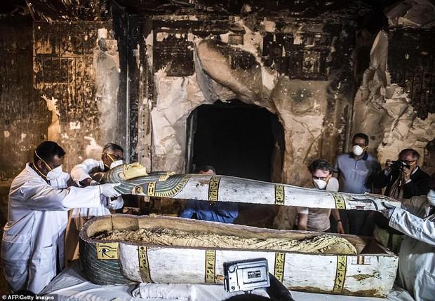 Ai Cập lần đầu tiên mở quan tài chứa xác ướp 3000 năm tuổi cho bà con chiêm ngưỡng - Ảnh 4.