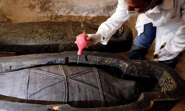 Ai Cập lần đầu tiên mở quan tài chứa xác ướp 3000 năm tuổi cho bà con chiêm ngưỡng - Ảnh 5.