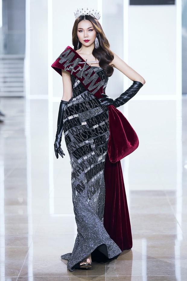 Sau 16 năm, Thanh Hằng lại một lần nữa đăng quang Hoa hậu và catwalk cùng Kỳ Duyên, Hoàng Thùy - Ảnh 1.