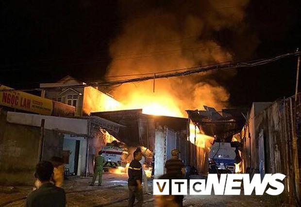 Cháy xe bồn chở xăng gần cây xăng ở Khánh Hoà - Ảnh 6.