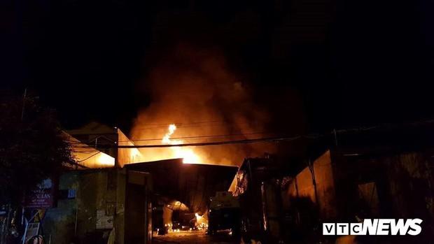 Cháy xe bồn chở xăng gần cây xăng ở Khánh Hoà - Ảnh 5.