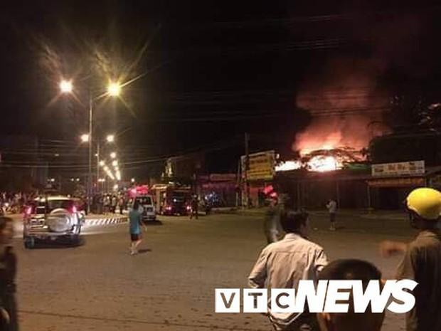 Cháy xe bồn chở xăng gần cây xăng ở Khánh Hoà - Ảnh 4.