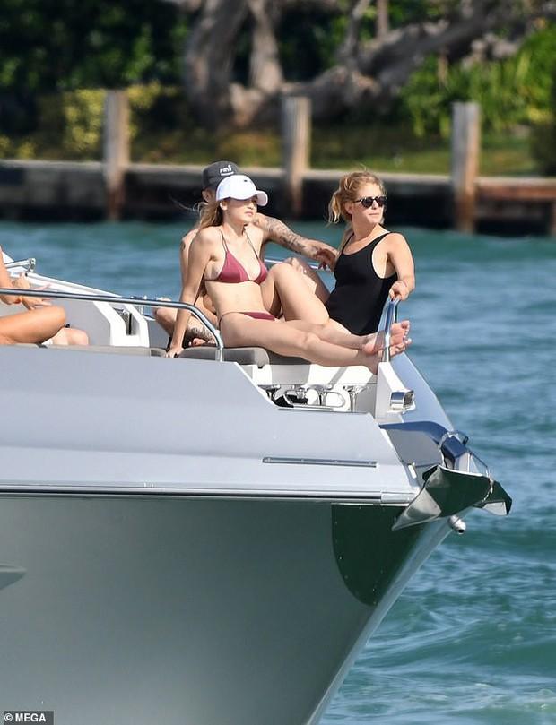 Đẳng cấp body 0% mỡ thừa của Gigi Hadid: Vòng 1 nảy nở nhưng bụng không nếp gấp kể cả khi ngồi! - Ảnh 5.