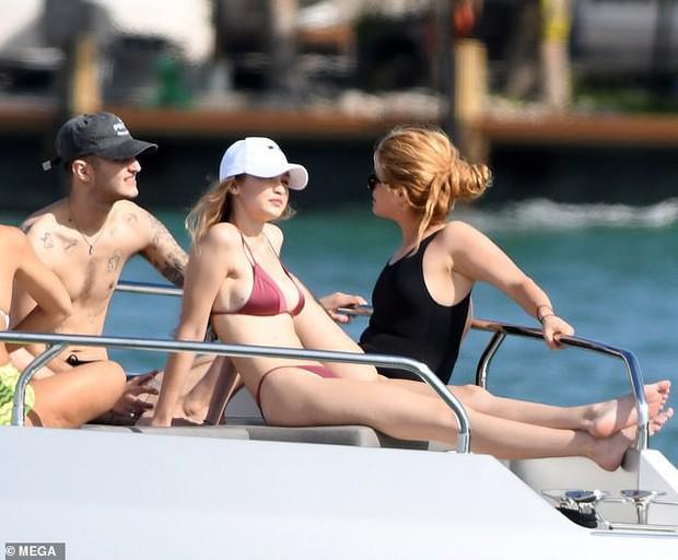 Đẳng cấp body 0% mỡ thừa của Gigi Hadid: Vòng 1 nảy nở nhưng bụng không nếp gấp kể cả khi ngồi! - Ảnh 4.
