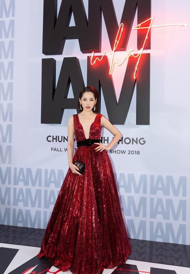 Thảm đỏ show Chung Thanh Phong: Khả Ngân thử style lạ, Quỳnh Anh Shyn giật giũ như chim sẻ đi mưa - Ảnh 3.