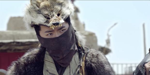 Cảnh Điềm lu mờ trước chàng Bắc Mạc Lang Vương đội mũ chó bông trong Hoả Vương - Ảnh 1.