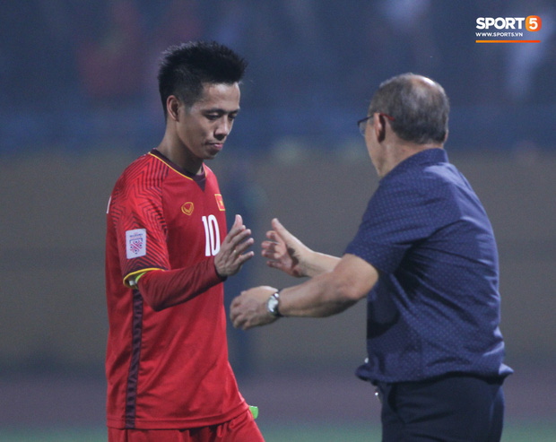 Nhìn Văn Quyết tỏa sáng ở Hà Nội FC, còn ai gọi anh là tù trưởng? - Ảnh 2.
