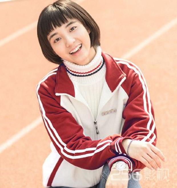 """Dương Tịch trong """"Sống Không Dũng Cảm Uổng Phí Thanh Xuân"""" chính là bản sao của Deok Seon """"Reply 1988"""" - Ảnh 2."""