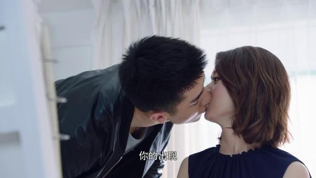 Khán giả cảm thấy khó hiểu khi Kim Hạn cứ hôn vào... cằm của Triệu Lệ Dĩnh trong Thời Gian Tươi Đẹp Của Anh Và Em - Ảnh 5.