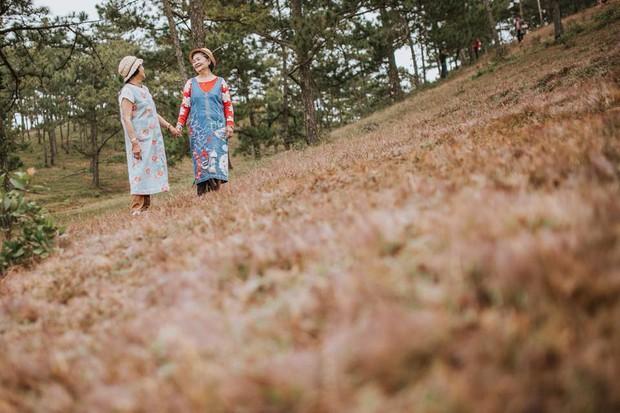 Bộ ảnh 2 cụ bà nắm tay giữa Đà Lạt mộng mơ gây sốt MXH: Ai chẳng muốn có đứa bạn thân để già đi cùng nhau? - Ảnh 8.
