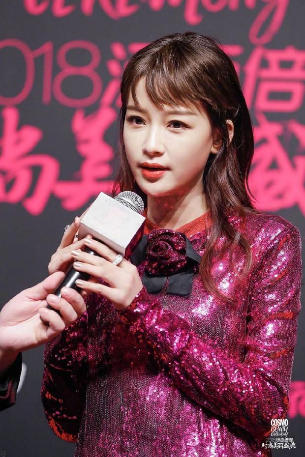 Thảm đỏ nóng nhất Cbiz: Jaejoong gây sốt vì xuất hiện bất ngờ, Thư ký Kim sắc vóc nóng bỏng bên Dương Mịch già chát - Ảnh 33.