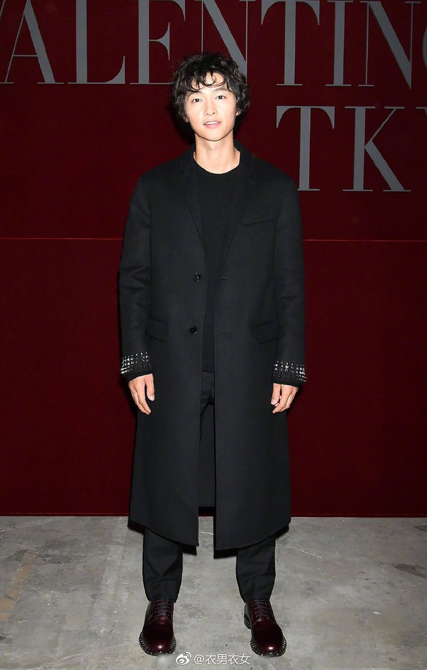 Dương Mịch - Song Joong Ki chung 1 khung hình: Chênh có 1 tuổi mà người như đôi mươi, người xuống sắc đều vì kiểu tóc - Ảnh 3.