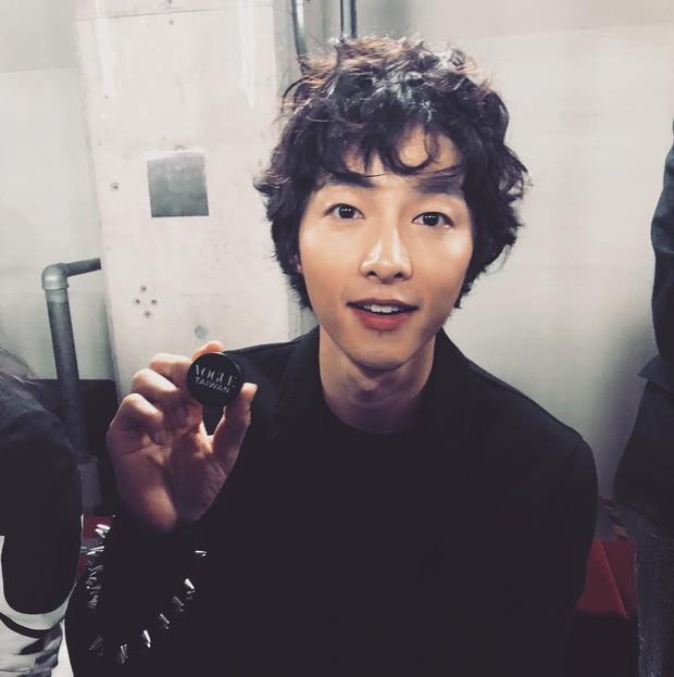 Ngược đời Song Joong Ki dự sự kiện với loạt sao siêu hot: Hình chụp vội đáng yêu, ảnh chính thức xuống sắc khó đỡ - Ảnh 8.