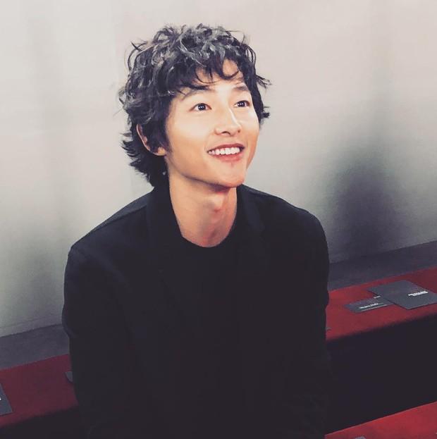 Ngược đời Song Joong Ki dự sự kiện với loạt sao siêu hot: Hình chụp vội đáng yêu, ảnh chính thức xuống sắc khó đỡ - Ảnh 7.