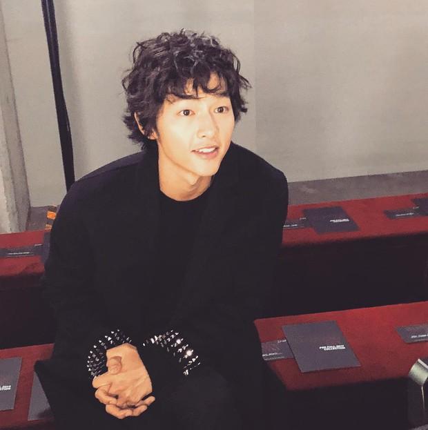 Ngược đời Song Joong Ki dự sự kiện với loạt sao siêu hot: Hình chụp vội đáng yêu, ảnh chính thức xuống sắc khó đỡ - Ảnh 6.