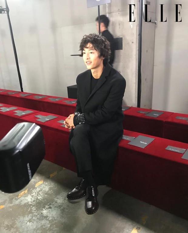 Ngược đời Song Joong Ki dự sự kiện với loạt sao siêu hot: Hình chụp vội đáng yêu, ảnh chính thức xuống sắc khó đỡ - Ảnh 4.