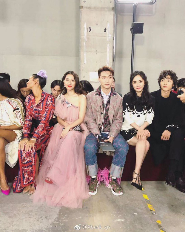 Ngược đời Song Joong Ki dự sự kiện với loạt sao siêu hot: Hình chụp vội đáng yêu, ảnh chính thức xuống sắc khó đỡ - Ảnh 1.