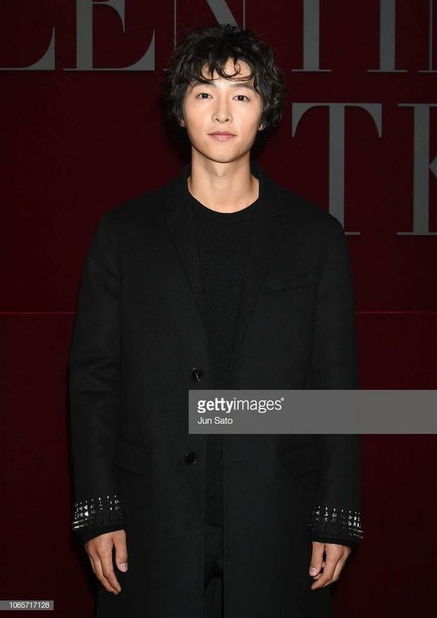 Song Joong Ki mặt mộc xuất hiện ở sân bay với nhan sắc đỉnh cao - Ảnh 6.