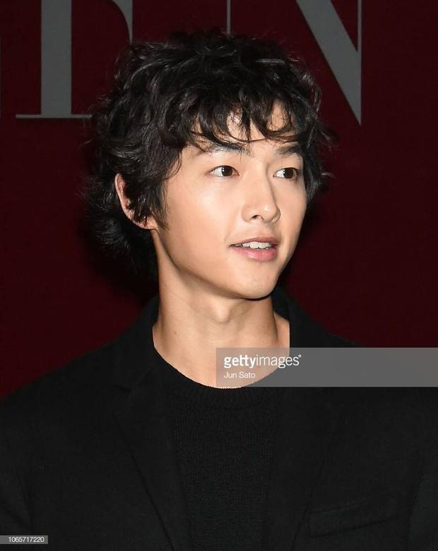 Song Joong Ki mặt mộc xuất hiện ở sân bay với nhan sắc đỉnh cao - Ảnh 5.
