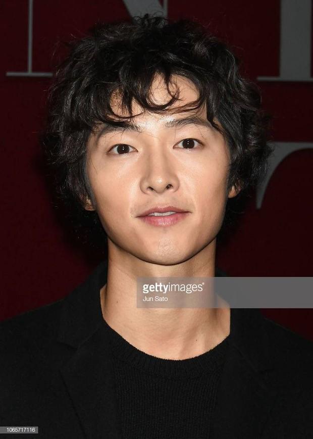 Song Joong Ki mặt mộc xuất hiện ở sân bay với nhan sắc đỉnh cao - Ảnh 4.