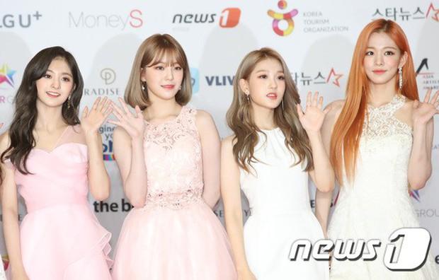 Thảm đỏ khủng nhất lịch sử Kbiz: Suzy hở bạo bên nữ thần Yoona, Sunmi gây sốc vì vòng 1, BTS và 150 siêu sao đại náo - Ảnh 52.