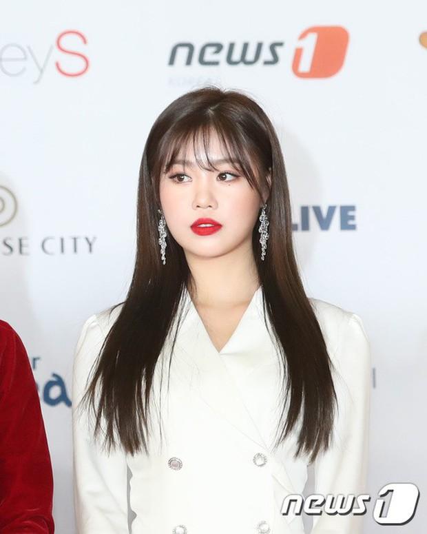 Thảm đỏ khủng nhất lịch sử Kbiz: Suzy hở bạo bên nữ thần Yoona, Sunmi gây sốc vì vòng 1, BTS và 150 siêu sao đại náo - Ảnh 47.