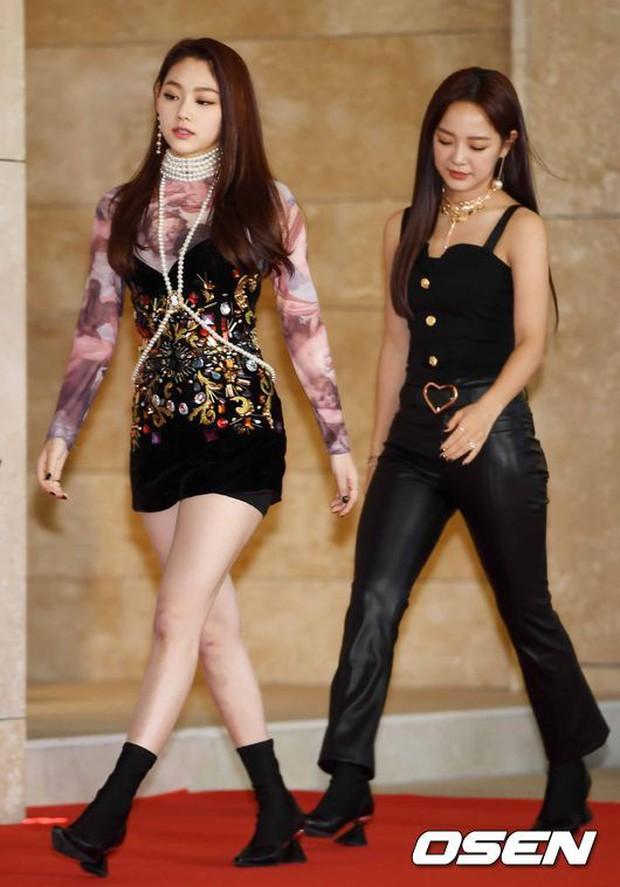 Thảm đỏ khủng nhất lịch sử Kbiz: Suzy hở bạo bên nữ thần Yoona, Sunmi gây sốc vì vòng 1, BTS và 150 siêu sao đại náo - Ảnh 46.