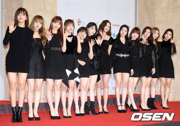 Thảm đỏ khủng nhất lịch sử Kbiz: Suzy hở bạo bên nữ thần Yoona, Sunmi gây sốc vì vòng 1, BTS và 150 siêu sao đại náo - Ảnh 50.