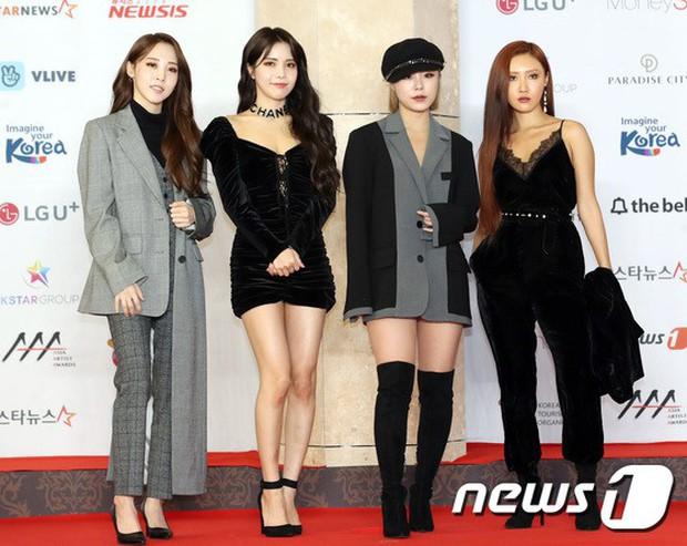 Thảm đỏ khủng nhất lịch sử Kbiz: Suzy hở bạo bên nữ thần Yoona, Sunmi gây sốc vì vòng 1, BTS và 150 siêu sao đại náo - Ảnh 45.