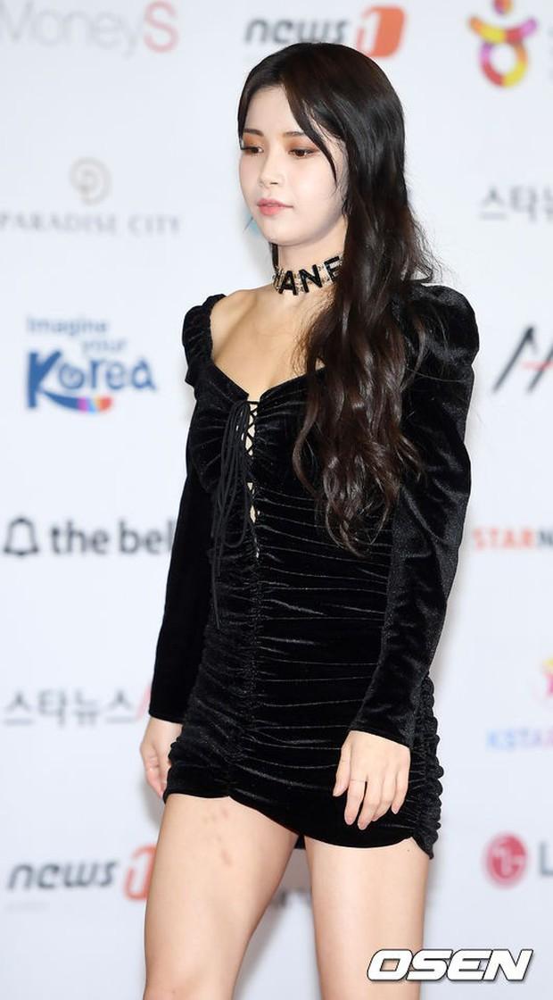 Thảm đỏ khủng nhất lịch sử Kbiz: Suzy hở bạo bên nữ thần Yoona, Sunmi gây sốc vì vòng 1, BTS và 150 siêu sao đại náo - Ảnh 44.