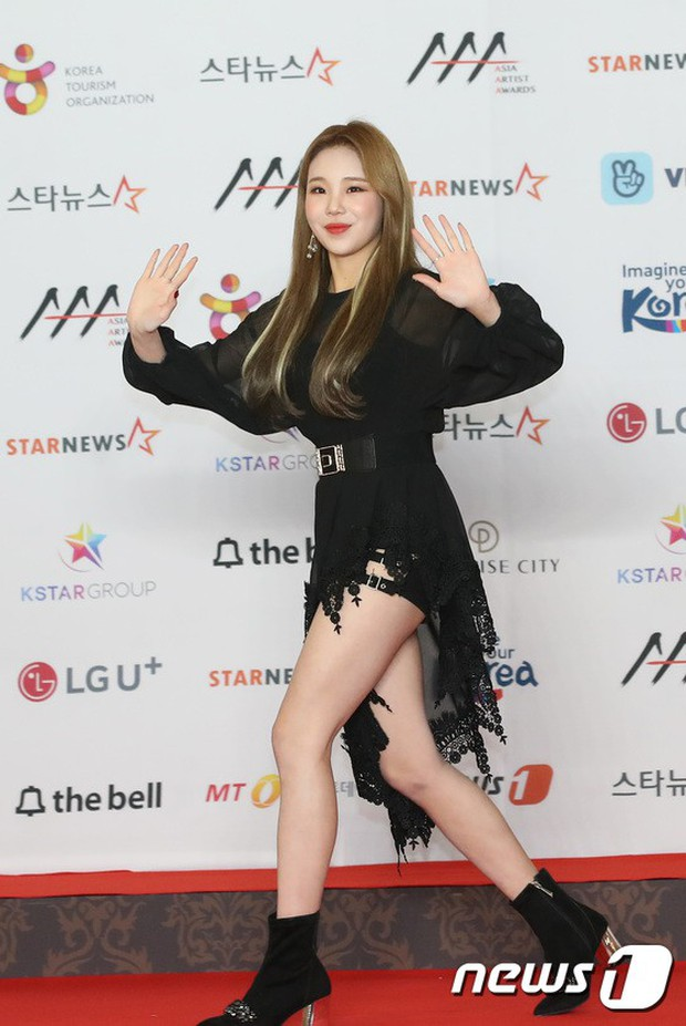 Thảm đỏ khủng nhất lịch sử Kbiz: Suzy hở bạo bên nữ thần Yoona, Sunmi gây sốc vì vòng 1, BTS và 150 siêu sao đại náo - Ảnh 42.