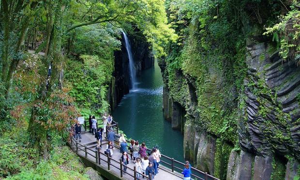 Thảm sát rúng động Nhật Bản: 6 người chết trong gia trang, 1 thi thể dưới chân cầu gần điểm du lịch nổi tiếng - Ảnh 5.