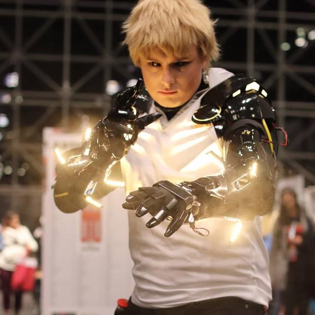 Đẳng cấp cosplay hơn cả kỹ xảo Hollywood: Hóa thành Genos (One Punch Man) tung chưởng khói lửa như thật - Ảnh 6.
