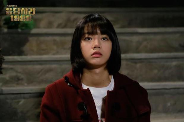 """Dương Tịch trong """"Sống Không Dũng Cảm Uổng Phí Thanh Xuân"""" chính là bản sao của Deok Seon """"Reply 1988"""" - Ảnh 3."""