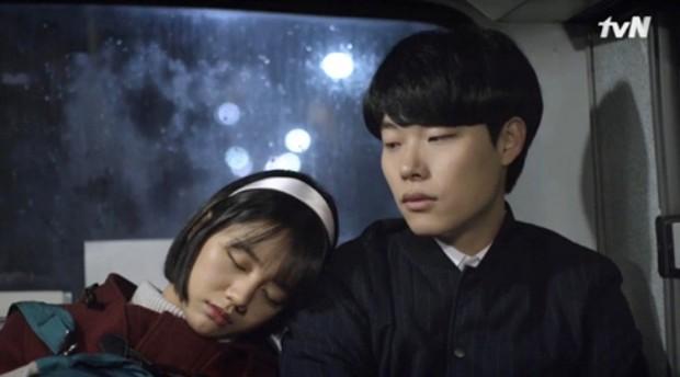 """Dương Tịch trong """"Sống Không Dũng Cảm Uổng Phí Thanh Xuân"""" chính là bản sao của Deok Seon """"Reply 1988"""" - Ảnh 6."""