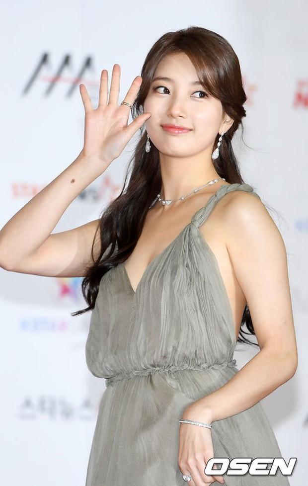 Thảm đỏ khủng nhất lịch sử Kbiz: Suzy hở bạo bên nữ thần Yoona, Sunmi gây sốc vì vòng 1, BTS và 150 siêu sao đại náo - Ảnh 5.