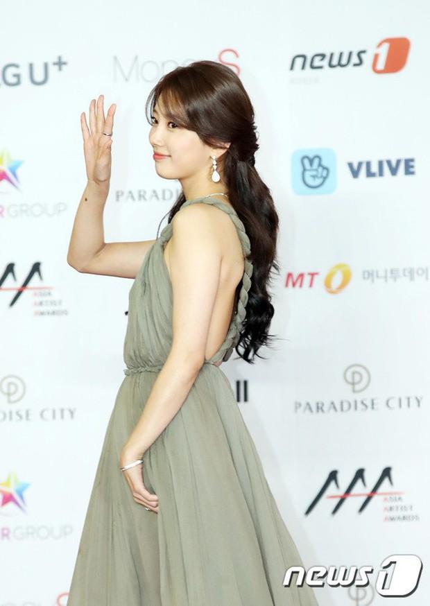 Thảm đỏ khủng nhất lịch sử Kbiz: Suzy hở bạo bên nữ thần Yoona, Sunmi gây sốc vì vòng 1, BTS và 150 siêu sao đại náo - Ảnh 2.
