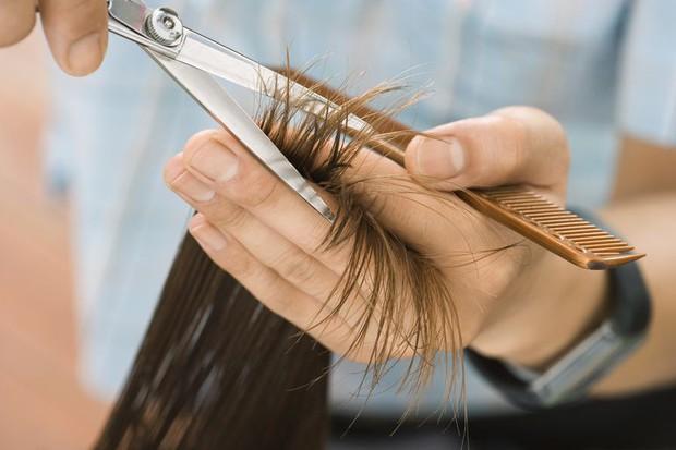 Mùa này tóc rất dễ chẻ ngọn nên hãy làm ngay những điều sau để có mái tóc đẹp - Ảnh 5.