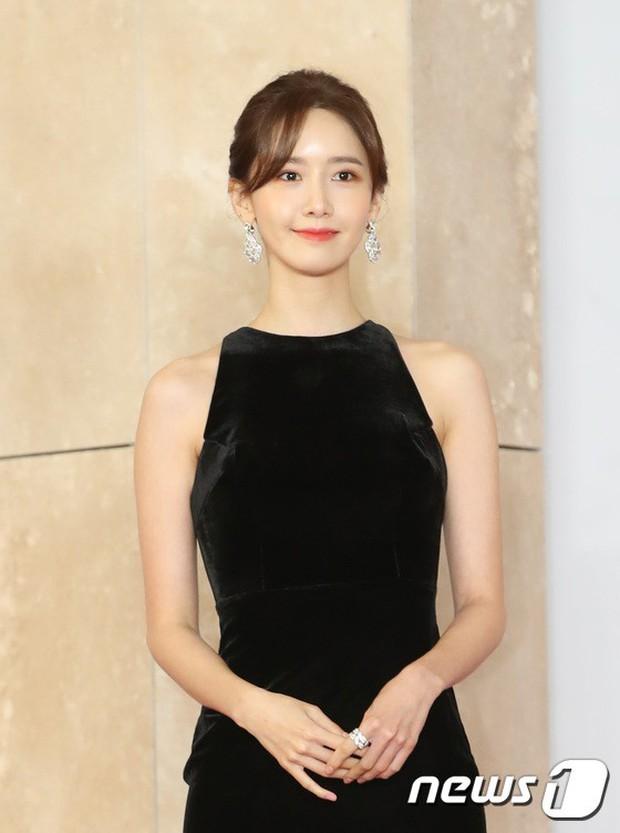 Thảm đỏ khủng nhất lịch sử Kbiz: Suzy hở bạo bên nữ thần Yoona, Sunmi gây sốc vì vòng 1, BTS và 150 siêu sao đại náo - Ảnh 10.