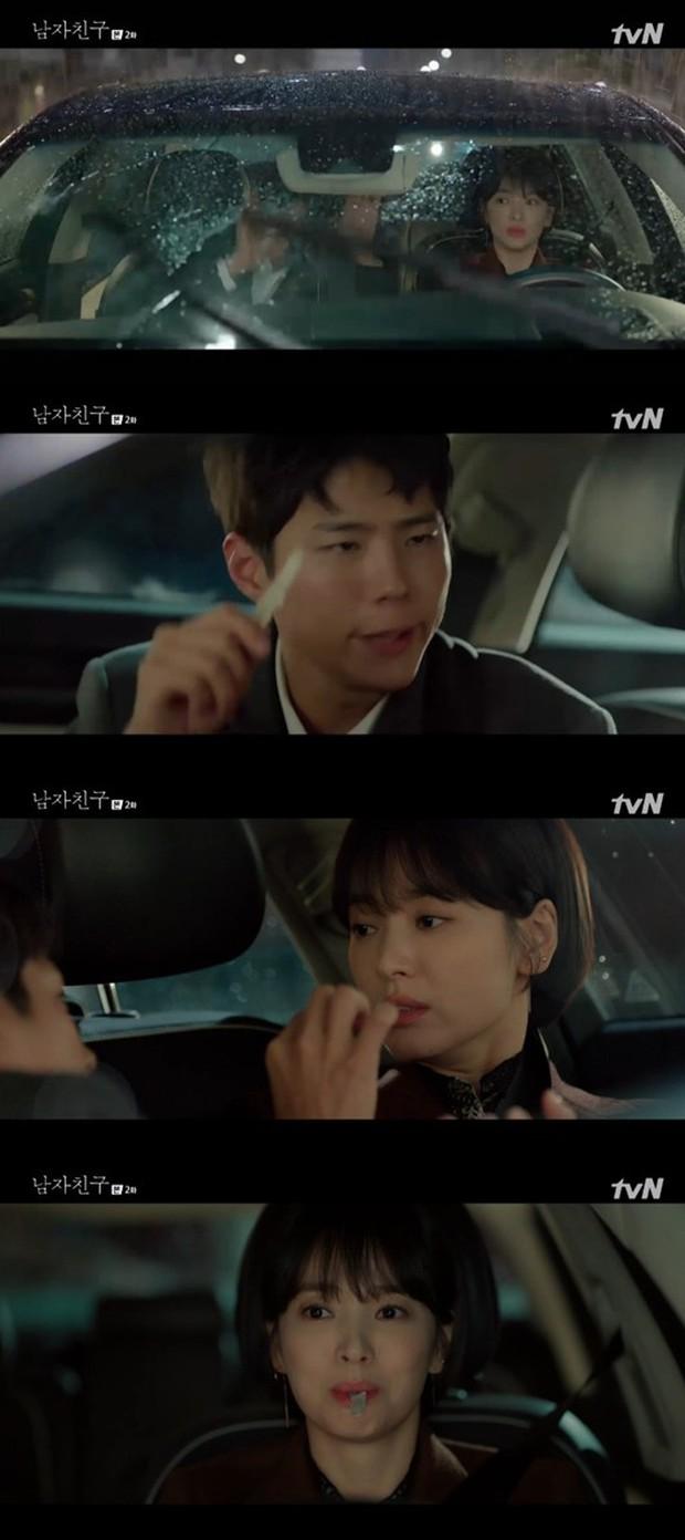 Chưa thấy cặp nào lầy như Song Hye Kyo và Park Bo Gum, em trai nhét cho chị miếng mực khô, chị thích quá ngậm luôn miếng mực mang về - Ảnh 1.