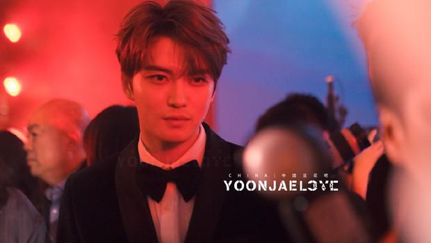 Nhan sắc cực phẩm của Kim Jaejoong tại thảm đỏ Cosmo: Từng khoảnh khắc đều hoàn mỹ đến khó tin - Ảnh 13.
