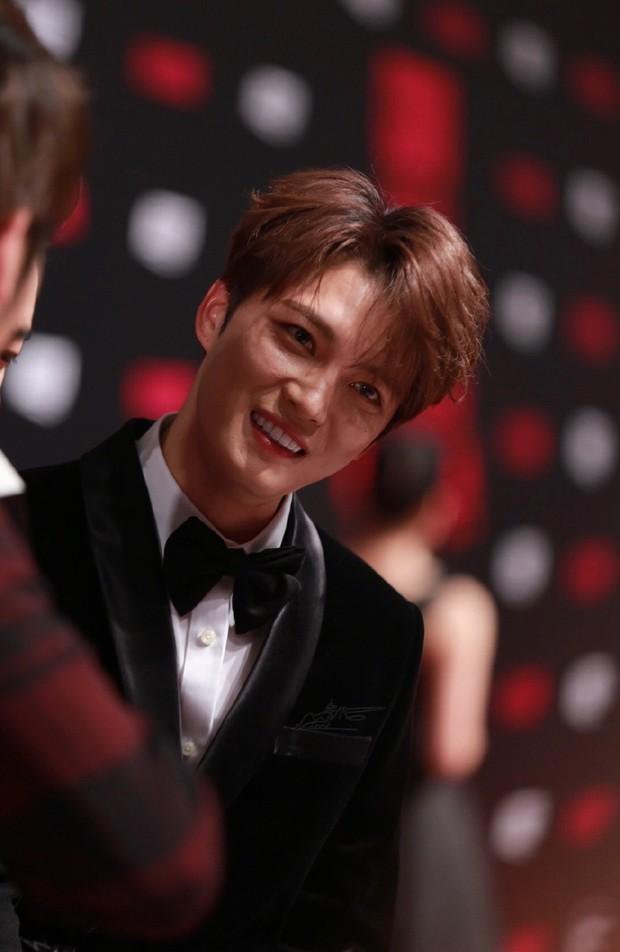 Nhan sắc cực phẩm của Kim Jaejoong tại thảm đỏ Cosmo: Từng khoảnh khắc đều hoàn mỹ đến khó tin - Ảnh 15.
