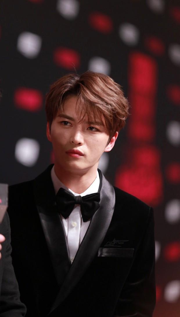Nhan sắc cực phẩm của Kim Jaejoong tại thảm đỏ Cosmo: Từng khoảnh khắc đều hoàn mỹ đến khó tin - Ảnh 16.